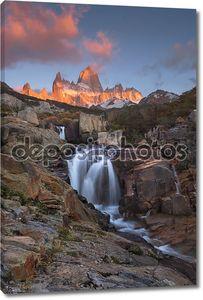 Маунт Фитц Рой на рассвете. Национальный парк Лос-Гласьярес, Patagoni