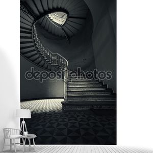 Таинственный винтовая лестница