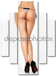 Красивые женские ножки на высоких каблуках, изолированные на сером фоне.