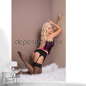 Мода портрет  блондинки в нижнем белье