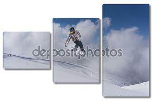 Летающий сноубордист на горе
