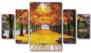 Осенняя аллея в проломе стены