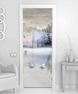 Пара лебедей на красивом озере