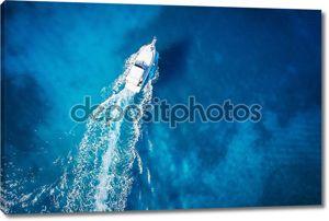 удивительное представление о яхте, плавающей женщине и чистой воде Карибский рай