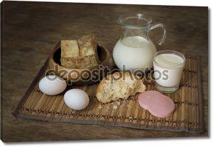 Натюрморт с продуктов питания и молока