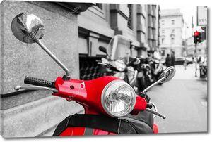 красный скутер с черно-белой окружающих