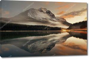 Закат на горном озере