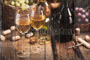 Натюрморт с двумя бокалами вина