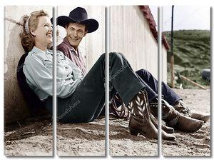 Смеющийся пара в ковбойских одеждах