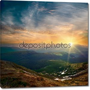 Величественные горы закат