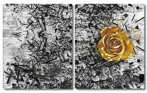 Золотая роза на фоне черного хаоса