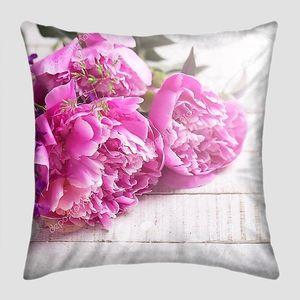 Свежие Розовые пионы на белых досках