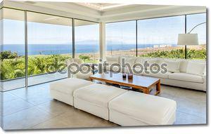 Роскошный зал с видом на море в вилле