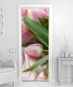 Тюльпаны на розовом шелке