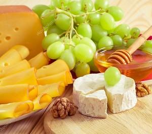 Сыр, виноград, мед, орехи