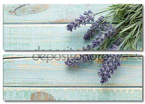 Цветы на фоне старинные деревянные