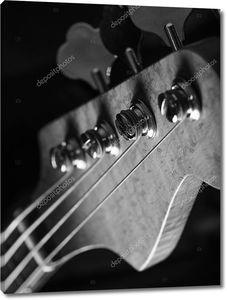 Шпиндельная бабка крупным планом бас-гитара