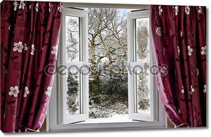 Открытое окно с видом на сцену снежной зимы