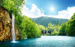 Водопад на широкой реке