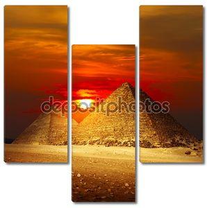 Пирамиды в Гизе  в лучах заката