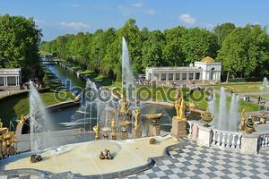 Санкт-Петербург, Россия - 26 мая: петергофский фонтан