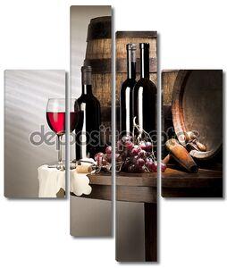 Натюрморт с бутылками с красным вином