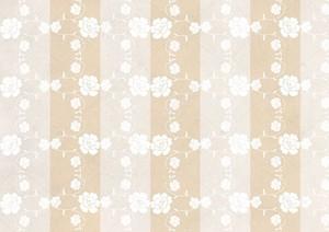 Бежевый полосатый фон, белые цветы локон
