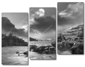 Красивых черно-белый зимний пейзаж изображение Llynnau Mym