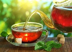 чашка чая и заварной чайник.