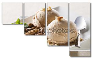Два шарика мороженого