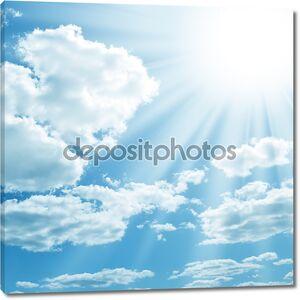 солнце на голубом небе