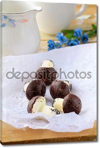 Красивые куки как грибы на столе