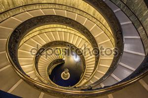 известная винтовая лестница в Ватикане