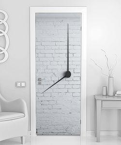 Часы на кирпиче