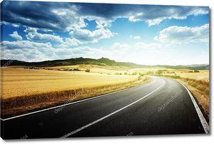 асфальтированная дорога в Тоскане Италия