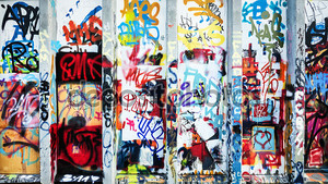 Цельная стена из граффити