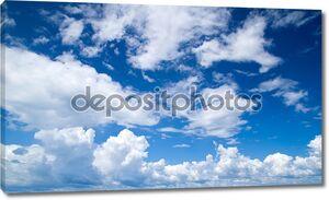 Облака высоко в небе