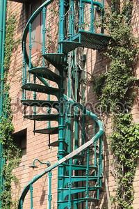 Стильная зеленая лестница