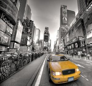 Такси на Тайм сквер в Нью-Йорке