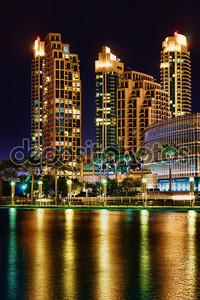 Ночная точка зрения современного города
