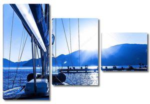 Яхта на синем закате