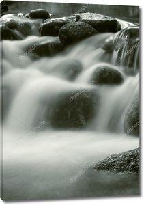 водопад, черно-белый