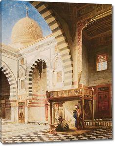 Молитва внутри прекрасного храма