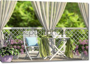терраса в саду с занавесками