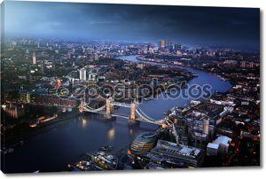 Лондонский вид с воздуха с Тауэрским мостом, Великобритания