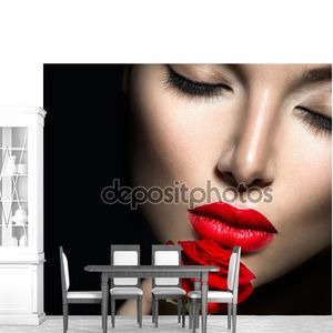 Женщина с красными губами
