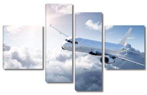 самолет в небе - пассажирский авиалайнер