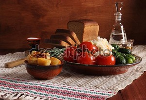Натюрморт с хлебом и овощами