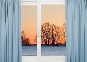 Вид из окна на зимний пейзаж