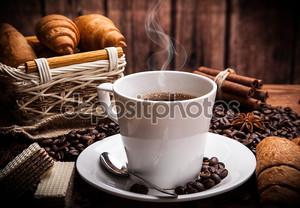 Натюрморт с горячим кофе